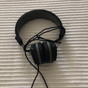 Black adjustable kids head phones